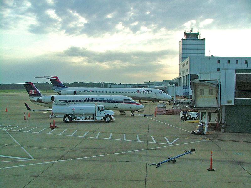 Jackson-Evers_International_Airport_in_July_2005